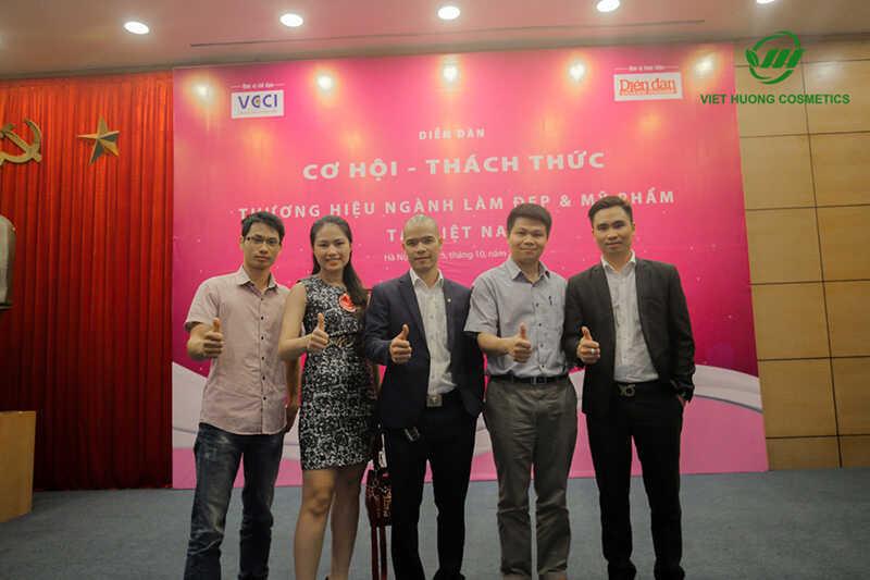 Việt Hương tham gia toạ đàm ngành mỹ phẩm và làm đẹp