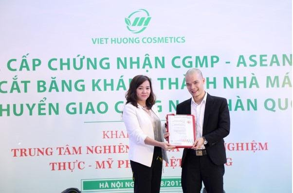 Cấp chứng nhận CGMP - Việt Hương Cosmetics