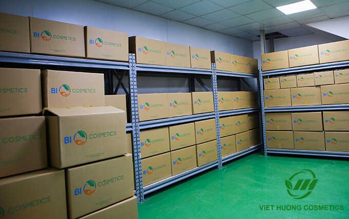 Kho hàng mỹ phẩm của Việt Hương