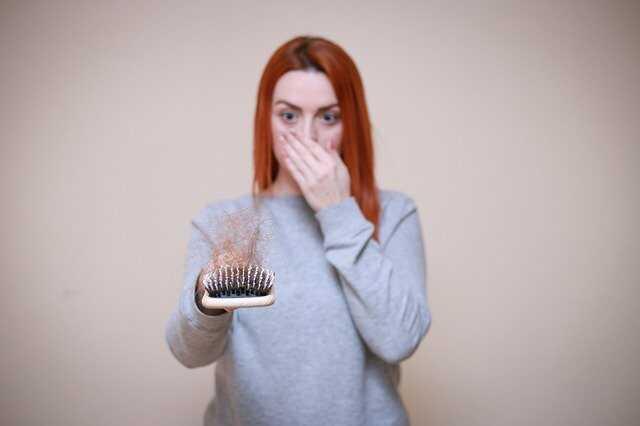 Rụng tóc cũng là một trong những vấn đề về tóc phổ biến nhất